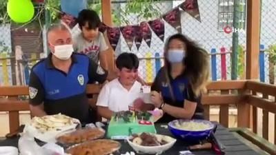 gozyasi -  Doğum gününde babasının polis sürprizi çocuğu ağlattı