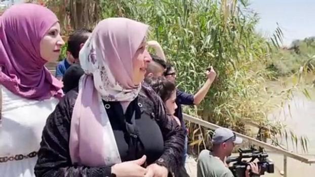 gozyasi - EL MAĞTAS - Filistinli kadın 24 yıldır göremediği ailesiyle Ürdün Nehri'nin karşı kıyılarında hasret giderdi (2)