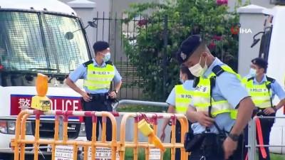 - Hong Kong'da muhalif gazeteye 500 polisle baskın