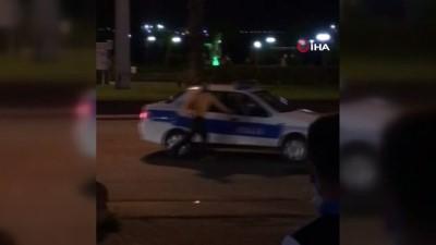 polis araci -  - Kendisini gözaltına aldırmaya çalıştı, sonunda başardı