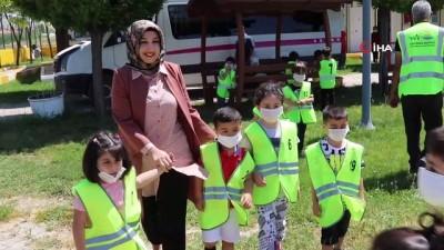 ust gecit -  Van'da çocuklara trafik eğitimi