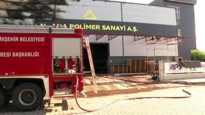 itfaiye eri - ANKARA - Başkent OSB'de bir fabrikada çıkan yangında 9 kişi yaralandı