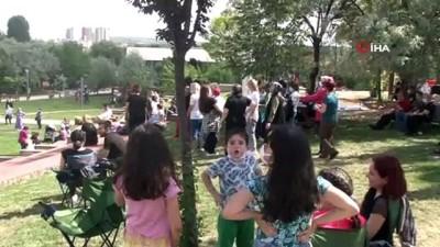 kayali -  Başkent'te kadınlara ve müzisyenlere destek