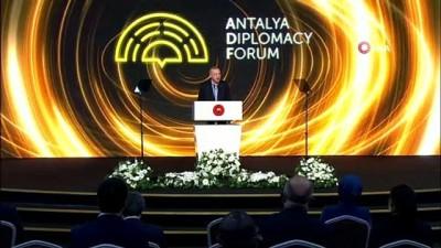 politika -  Cumhurbaşkanı Erdoğan: 'BM salgını ancak 100 gün sonra gündemine alabildi. Salgın karşısında işbirliğini yerini rekabetçi politikalara bıraktı'