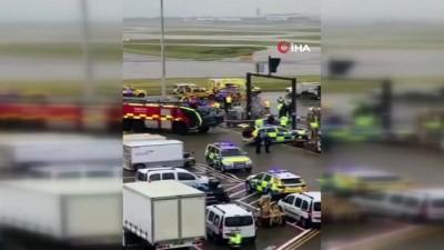 ingiltere -  - İngiltere'de park yapan uçağın burun tekerleği kırıldı