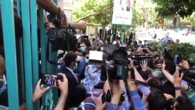 - İran'da halk cumhurbaşkanlığı seçimi için sandık başında
