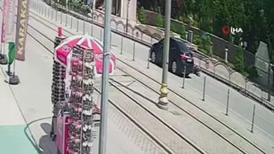 hediyelik esya -  Konya'da otomobilin çarptığı yayanın savrulması kamerada