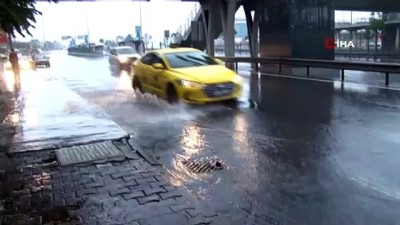 gokyuzu -  İstanbul'da sağanak yağış etkili oluyor