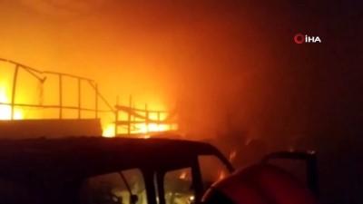 mobilya -  İşyerindeki yangından bir otomobil ile binlerce lira değerindeki mobilya malzemesi kül oldu