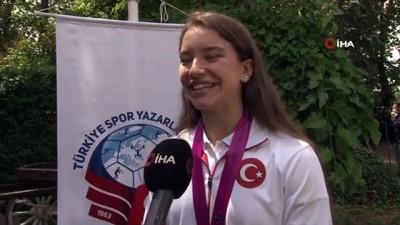 """dunya sampiyonasi - Ayşe Begüm Onbaşı: """"Türk kadınının gücünü dünyaya gösterdik"""""""