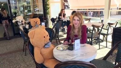sosyal sorumluluk - BURSA - İki kardeşin işlettiği kafede oyuncak ayılarla 'sosyal mesafe ayarı'