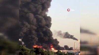 petrol rafinerisi -  - İran'da petrol rafinerisinde yangın
