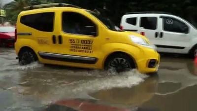 sel baskinlari - SAMSUN - Sağanak nedeniyle rögarlar taştı, trafikte aksamalar oldu (2) Videosu