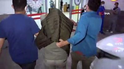 arac plakasi -  Samsun'da şehitlikteki bayrağı çalan 2 kişi yakalandı