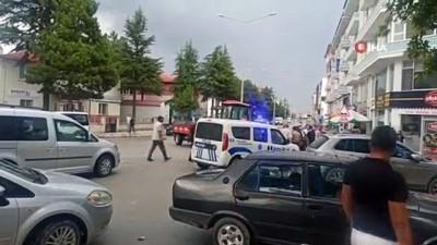 karahisar -  Ehliyetsiz traktör sürücüsü elektrikli bisiklete çarptı: 1 yaralı