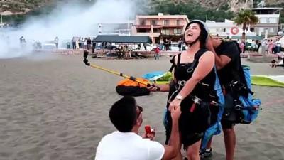 evlilik teklifi -  İtfaiye erinden yamaç paraşütü ile evlilik teklifi