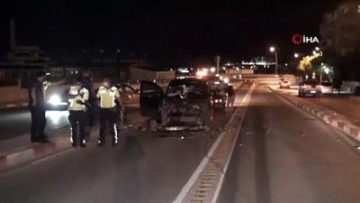 ust gecit -  Karaman'da otomobil ile hafif ticari araç çarpıştı: 2 yaralı