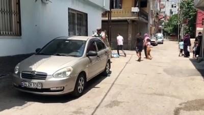 itfaiye eri - ADANA - Otomobilde kilitli kalan çocuğu itfaiye kurtardı