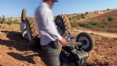 efes -  Devrilen traktörün altında kalmaktan atlayarak kurtuldu