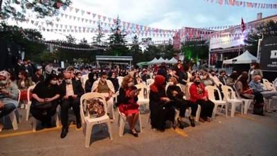 yan etki - KONYA - '13. Devlet Tiyatroları, Konya Bin Nefes Bir Ses Uluslararası Türkçe Tiyatro Yapan Ülkeler Festivali' sürüyor