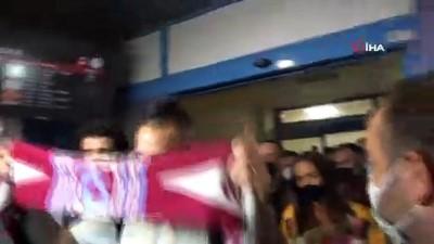 futbol - Marek Hamsik'e Trabzon'da coşkulu karşılama Videosu