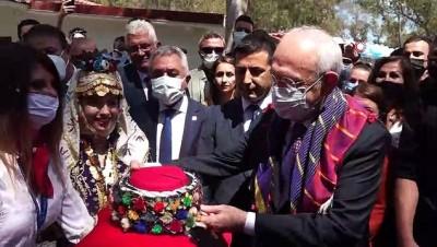 Ada Modern Sanat Galerisi'ni CHP Genel Başkanı Kılıçdaroğlu açtı