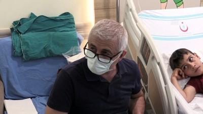 sinif ogretmeni - ERZURUM - Hastanede tedavi gören çocuklar 'Halil öğretmen' ile derslerinden geri kalmıyor