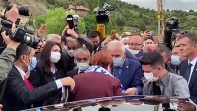 eziler - KARABÜK - İYİ Parti Genel Başkanı Akşener, esnaf ziyaretinde bulundu (2)