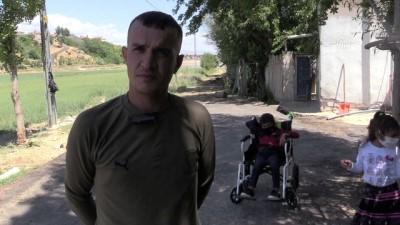 yasam mucadelesi - MALATYA - Babasının sırtında okula giden bedensel engelli Batuhan'ın yüzü gülüyor