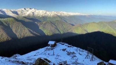 RİZE - Kaçkarlar'a haziranda kar yağdı (2)