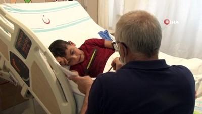 sinif ogretmeni -  Süt kazanına düşerek yanan çocuk, okuma yazmayı hastanede öğreniyor