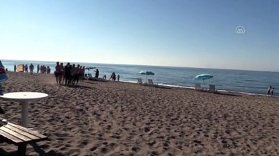 kalp masaji - DÜZCE - Denizde boğulma tehlikesi yaşayan tatilciler kurtarıldı
