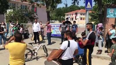 cocuk parki - EDİRNE - Mahalle sakinleri davul zurna eşliğinde temizlik yaptı