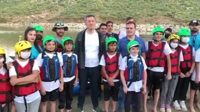 egitim merkezi - HAKKARİ - Milli Eğitim Bakanı Ziya Selçuk gençlerle rafting yaptı