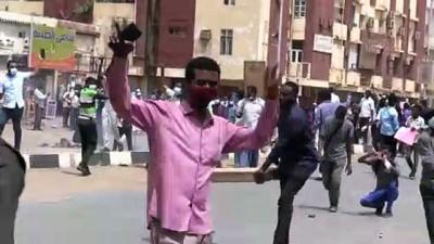 goz yasartici gaz - HARTUM - Sudan'da polis hükümet karşıtı göstericileri göz yaşartıcı gazla dağıttı