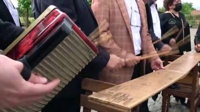 DÜZCE - Kafkas kültürünün otantik müzikleri ve oyunları 'İhtiyar Delikanlılar' grubuyla yaşatılıyor