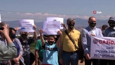 siyasi partiler -  İzmir'in Çernobiline karşı 'Duran Adam' eylemi sürüyor
