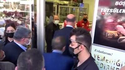 Bakan Soylu'yu Afyonkarahisarlı esnaf havai fişek ve konfeti patlatarak karşıladı