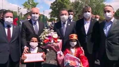 KIRIKKALE - Cumhurbaşkanı Yardımcısı Oktay, yüksek hızlı tren şantiyesinde incelemelerde bulundu