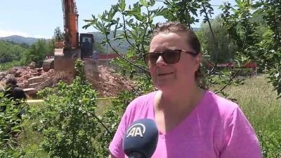 KONJEVİC POLJE - Boşnak nine Orloviç'in bahçesindeki kilisenin yıkılması Boşnak siyasetçilerce memnuniyetle karşılandı