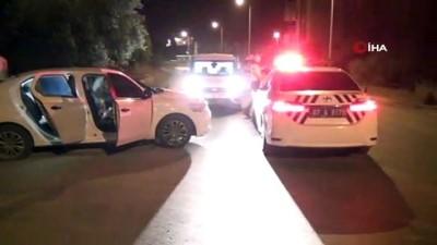 polis araci -  Polisin 'dur' ihtarına uymadılar, ateş edip koşmaya başladılar