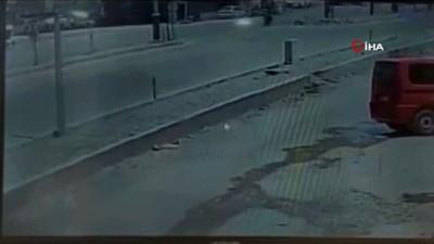 makam araci -  Şehir içinde hız yapan otomobil motosiklette çarptı: 2 yaralı