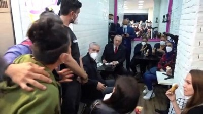 makam araci - İSTANBUL - Cumhurbaşkanı Erdoğan, Beylerbeyi'ndeki bir dondurmacıya uğradı