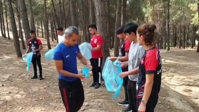 OSMANİYE - Sporcular doğada hem antrenman yaptı hem de çöp topladı