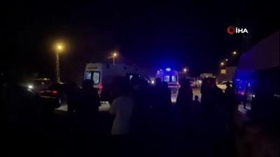 kalaba -  Düğünü unutan vatandaşlar kaza yerine akın etti