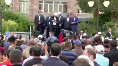 parlamento -  Ermenistan Başbakanı Paşinyan, Azerbaycan'dan oğluna karşı tüm Ermeni esirleri geri istedi