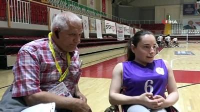 basketbol takimi - Kadın engelli basketbolcular erkekler liginde mücadele veriyor