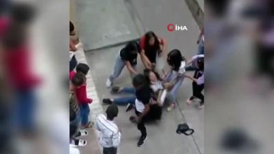 kiz arkadas -  Kızların sokak ortasında kavgası  kamerada