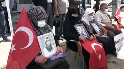 teroristler - MUŞ - Çocukları dağa kaçırılan aileler HDP binası önünde oturma eylemi yaptı