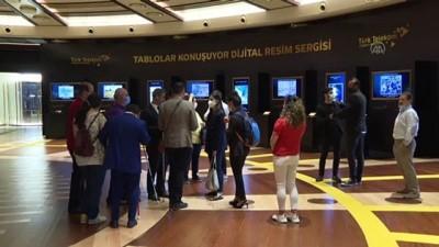 ANKARA - Türk Telekom'un 'Tablolar Konuşuyor Dijital Resim Sergisi'ne engellilerden yoğun ilgi